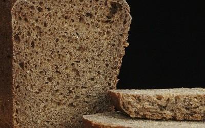 Ein direkter Vergleich: Brotmesser vs. Brotschneidemaschine