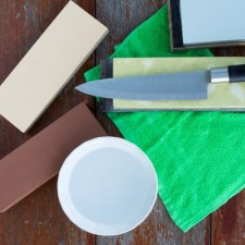 Kochmesser richtig schärfen - vom Schleifstein bis zum Wetzstahl