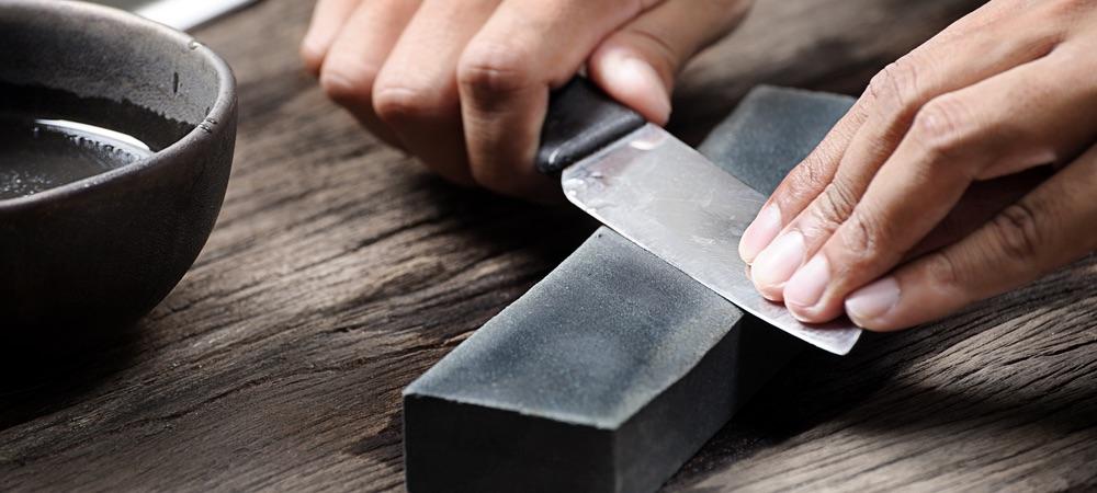 Messer schärfen mit dem Schleifstein