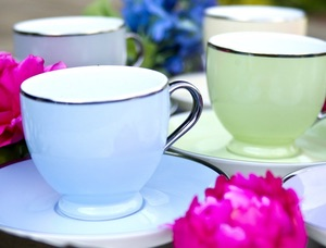 Blaue und Grüne Porzellan Tassen